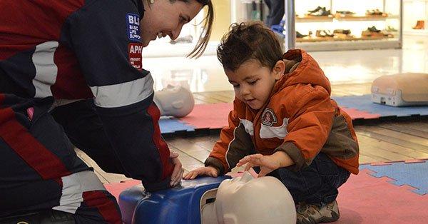 Evento ensina população identificar e agir em parada cardiorrespiratória