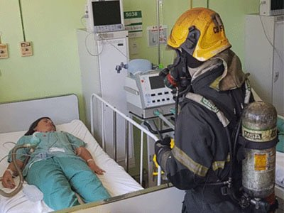 bombeiros e paciente