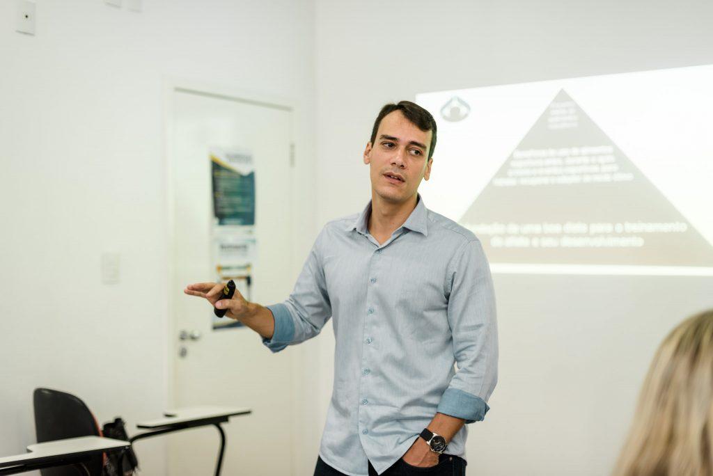 O Prof. PhD. Bruno Gualano ministrando aula na pó-graduação em Nutrição Clínica e Desportiva no IESPE.